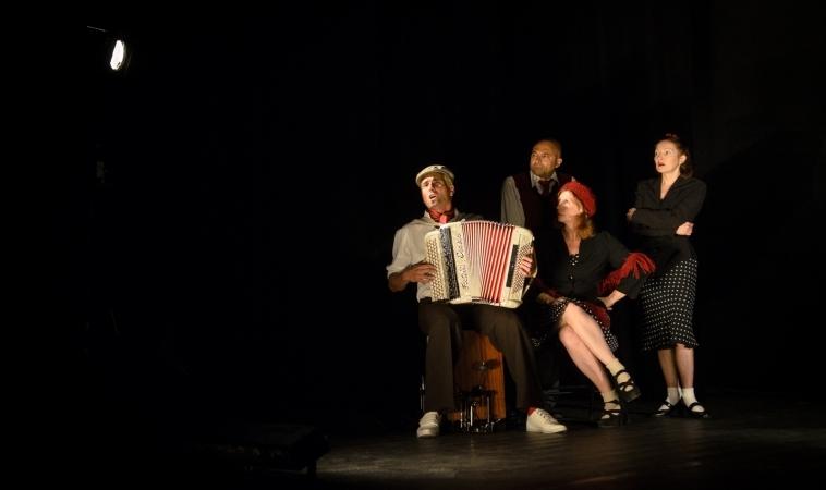 Photographie de Théâtre pour le Collectif l'Isba à Arles – Photographe à Arles